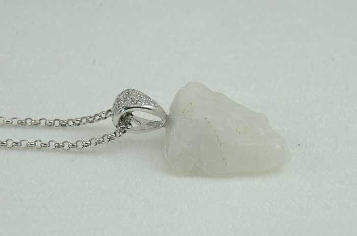 weißer Quarz mit Silberkette, Montanregion Erzgebirge