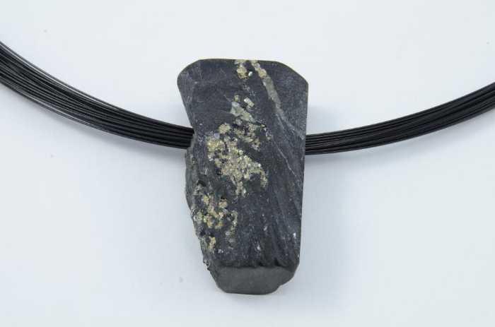 Edelstahlseil und Anhänger Schiefer mit Pyrit